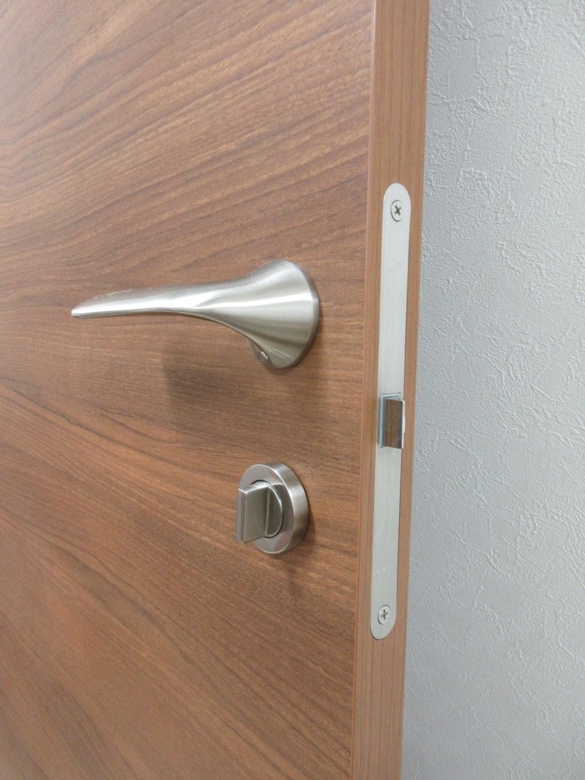 ドアの金具 ドアハンドル 建具