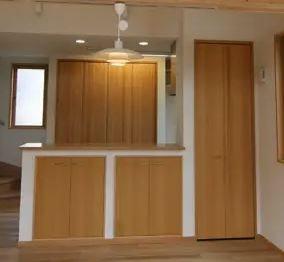 ドアとお揃いの収納 収納扉の注文